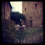 becca-hensley-evening-courtyard-castello-di-vicarello